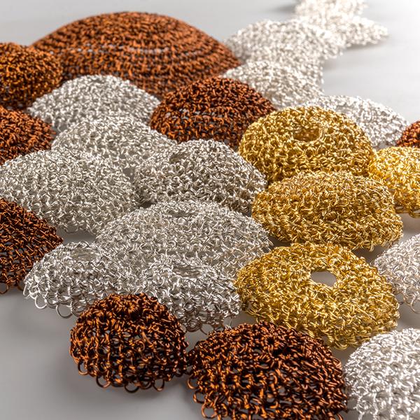Salón Crisol: La academia, Proceso creativo, arte y diseño en la joyería contemporánea.